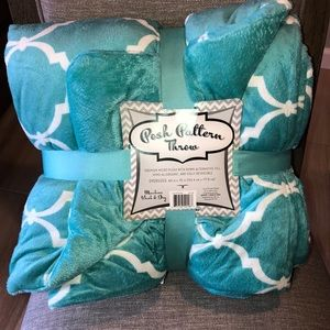 Posh pattern teal oversized throw blanket 60x70